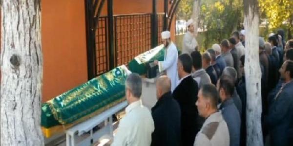 Babalari Tarafindan Öldürülen Kardeşler Son Yolculuğuna Uğurlandi