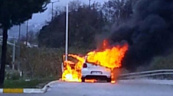 Babasina Kizdi Otomobilini Ateşe Verdi