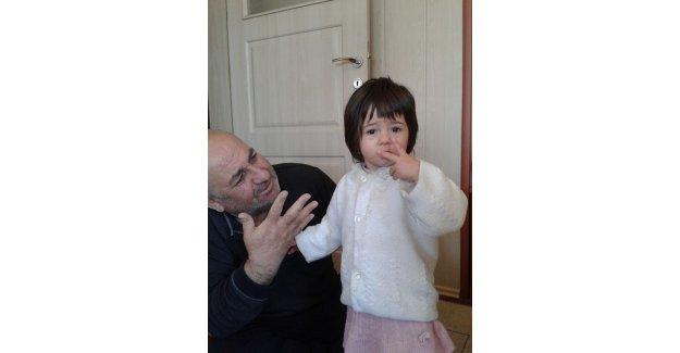 Babasının aracının altında kalan 2 yaşındaki kız öldü