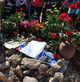 Babasının mezarına bıraktığı mektup yürekleri dağladı...