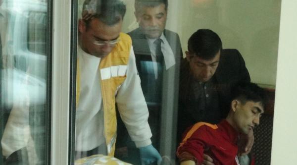Bacağından Bıçaklandı, Üniversite Binasına Girerek Yardım İstedi