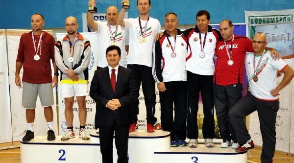 Badminton Şampiyonlari Ödüllerini Aldi