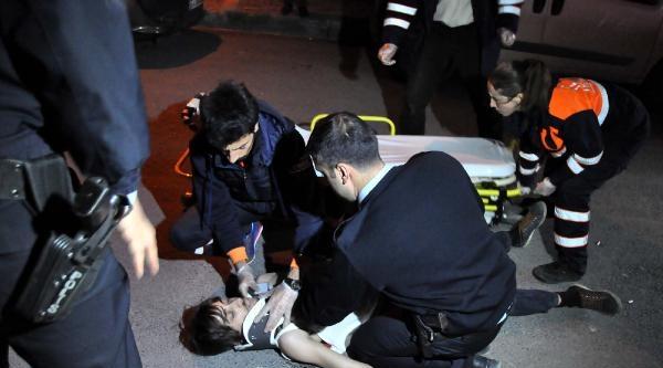 Bağcılar'da Bir Otomobile Ateş Açıldı: 1 Ağır Yaralı
