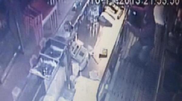 Bağdat Caddesi'nde Işyerlerini Soyan Hirsizlar Önce Kameraya Sonra Polis Yakalandi