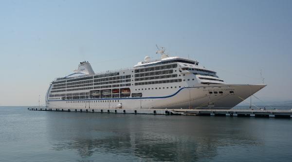 Bahama Bandıralı Kruvaziyer Gemi Sinop'a Demirledi