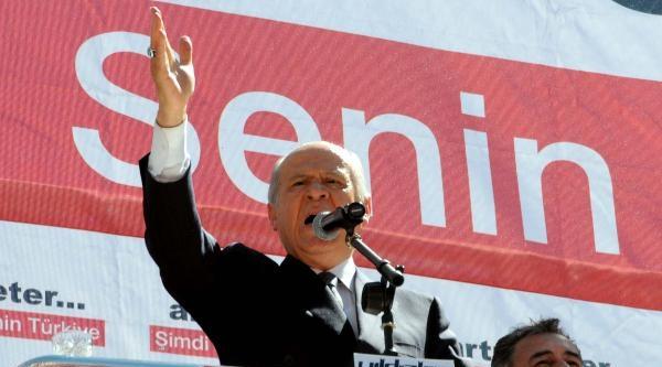 Bahçeli: Başbakan Şeref Yarışında Şerefsizlikle Kaybediyor