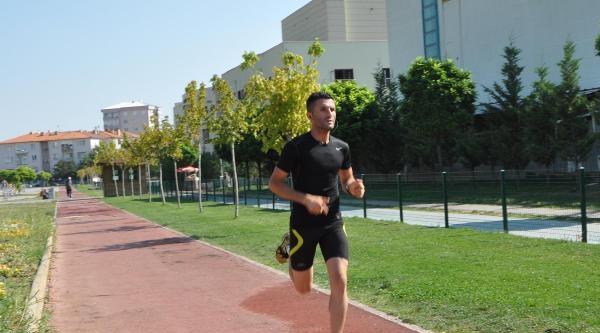 Bakan Çavuşoğlu'ndan Uşaklı Şampiyon Maratoncuya Teşekkür Mektubu