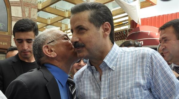 Bakan Çelik, Bursa'da Partililerle Yürüyüş Yaptı