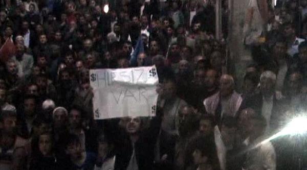 Bakan Çelik Konuşurken 'hırsız Var' Pankartı Açıldı