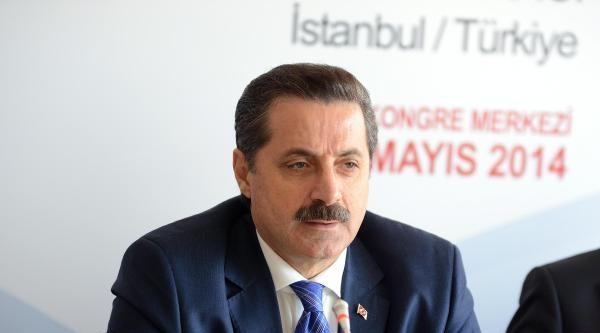 Bakan Çelik'ten 1 Mayıs Değerlendirmesi: Sendikacılık  Yalnız 'taksim' Demek, Değil