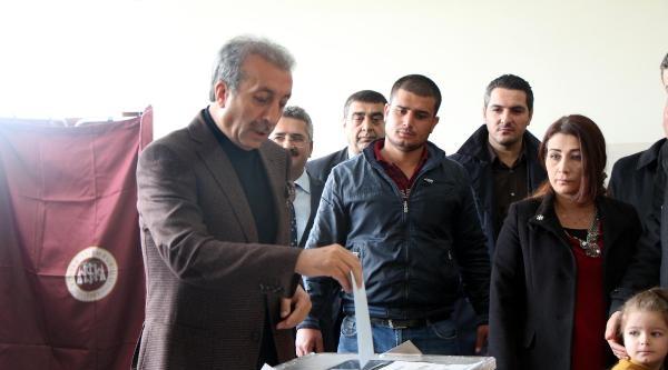Bakan Eker Ve Ensarioğlu Oy Kullandı