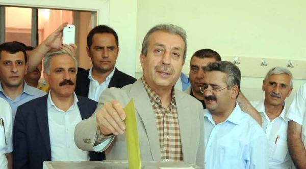 Bakan Eker'den Türkçe Ve Kürtçe Seçim Mesajı