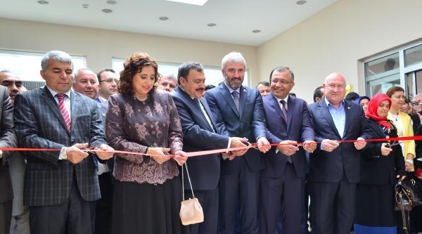 Bakan Eroğlu Ordu'da Kızının Resim Sergisi Açılışına Katıldı