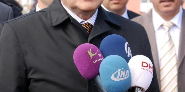 Bakan Eroğlu, Parti Flamalarini Istemedi, Gençler Çatilara Tirmandi (2)
