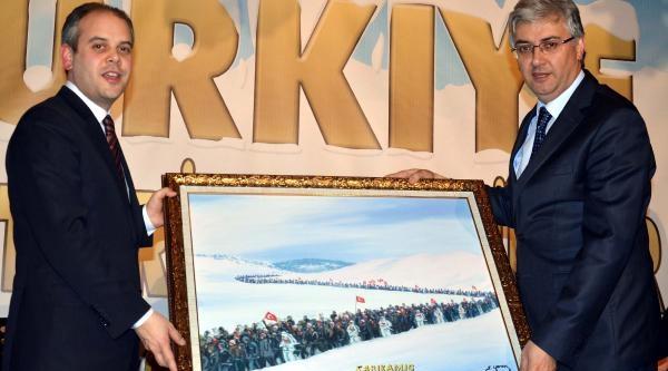 Bakan Kiliç, Sarikamiş'ta Şehitler Anisina Yapilan Kardan Heykelleri Açti (2)