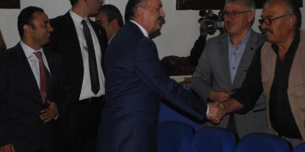 Bakan Müezzinoğlu: 2012'de 480 Bin Kişi Türkiye'ye Sağlik Hizmeti Almaya Geldi