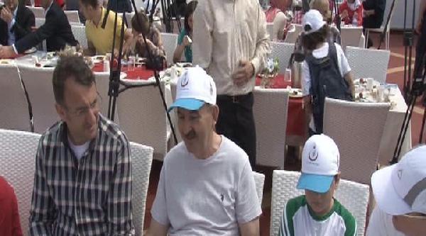 Bakan Müezzinoğlu: Obezite Türkiye'nin Sorunu Haline Geldi