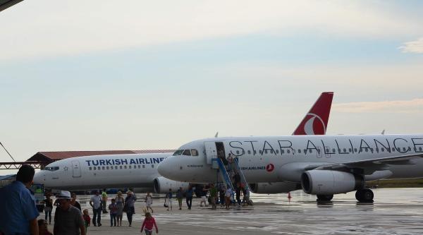 Bakan Müezzinoğlu'nun Uçağına Zorunlu İniş