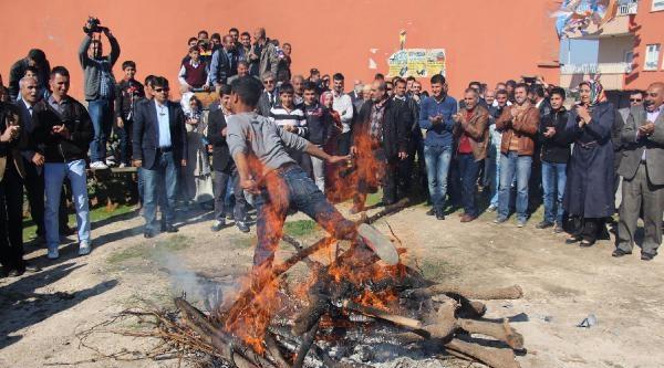 Bakan Şimşek, Nevruz Ateşi Yaktı, Halay Çekti