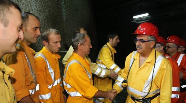 Bakan Yazıcı Yerin 600 Metre Altında Maden İşçileri İle İftar Yaptı