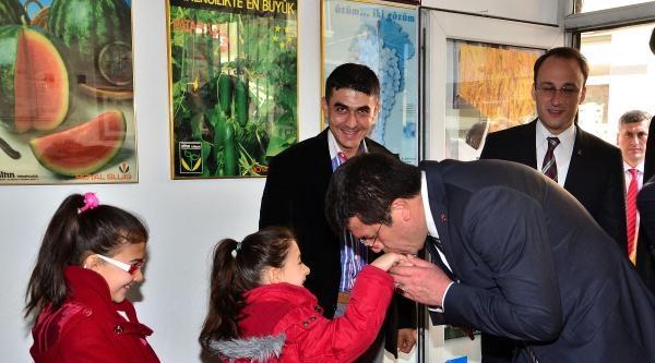Bakan Zeybekci: Başbakanı Dinlenmesi Vatana İhanettir