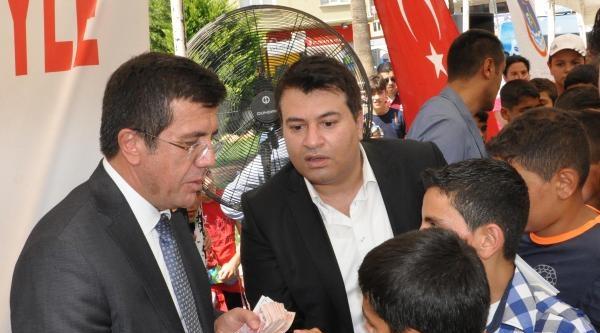 Bakan Zeybekci'den Çocuklara 10 Lira Bayram Harçlığı