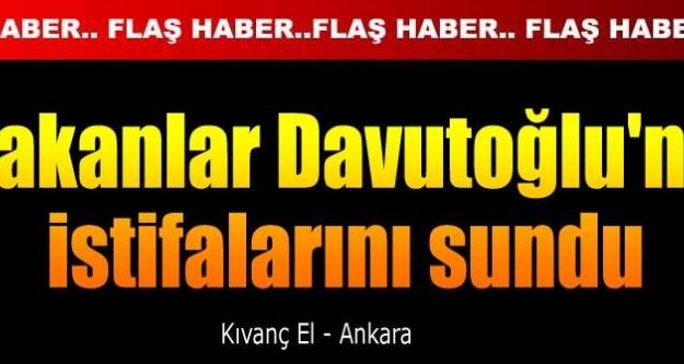 Bakanlar, Erdoğan'a teşekkür etti, Davutoğlu'na istifalarını sundu