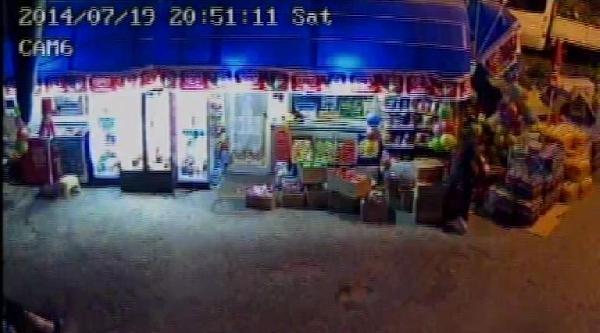 Bakkala Sopalı Saldırı Güvenlik Kamerasında