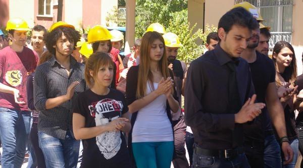 Balıkesir'de Üniversite Öğrencilerinden Soma Protestosu