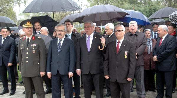 Balkan Savaşları Şehitlerine Yağmur Altında Anma