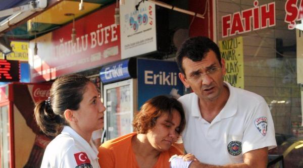 Balkondan Atlamak İsteyen Kadını Oğlu Ve Kocası Ölümden Kurtardı