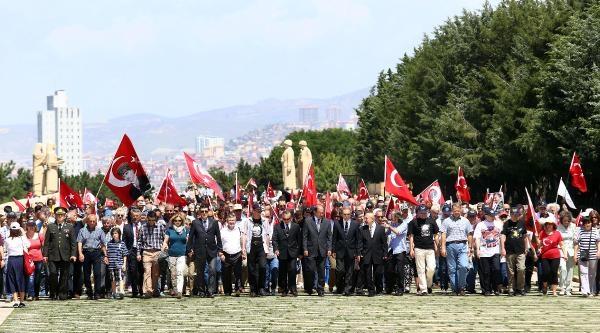 Balyoz Davası'ndan Tahliye Olan Askerler Anıtkabir'de