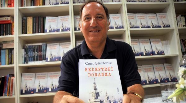 Balyoz Sanıklarından Emekli Tümamiral Gürdeniz, Kitabını İmzaladi