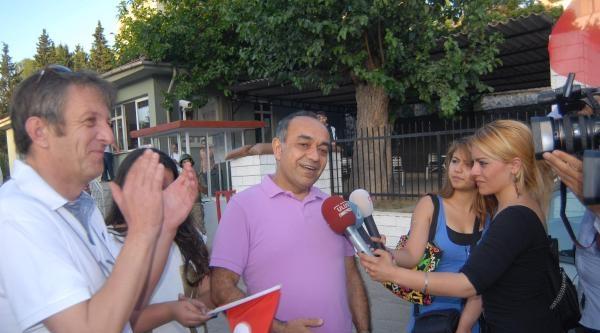 Balyozdaki Tahliye Kararı İzmir'de De Coşkuyla Karşılandı (2)