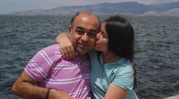 'balyoz'dan Tahliye Olan Deniz Albay, Kızıyla Denize Koştu