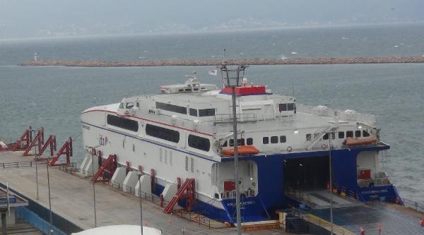 Bandırma'da Deniz Ulaşımına Fırtına Engeli