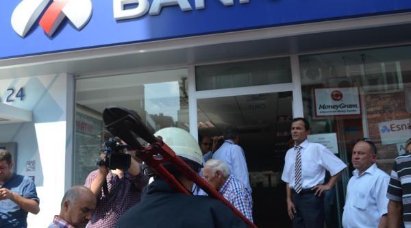 Banka Şubesinde Çikan Yangın Korkuttu