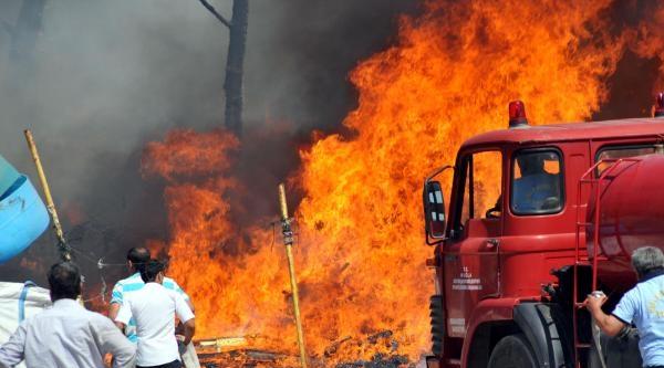 Barakadaki Yangın Ormana Ve Makiliğe Sıçradı