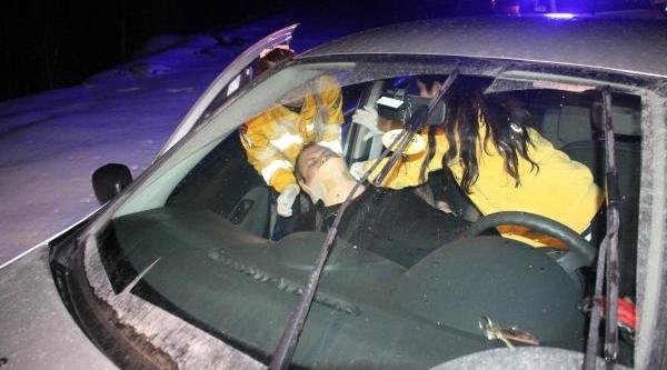 Bariyere Çarpan Otomobilin Sürücüsü Yaralandi