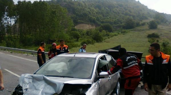 Bartın'da İki Otomobil Çarpişti: 2 Yaralı