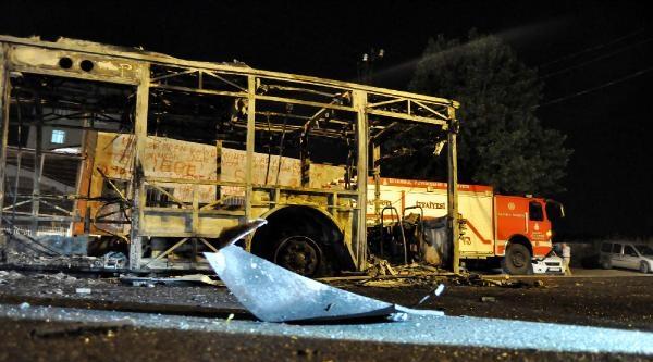Başakşehir'de İett Otobüsünü Ateşe Verdiler