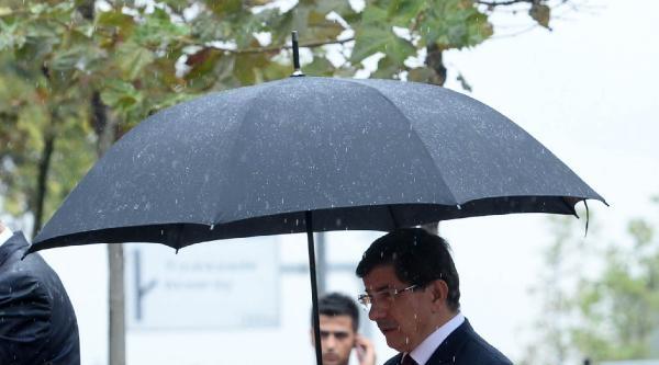 Başbakan Davutoğlu, Erbakan'ın Mezarını Ziyaret Etti