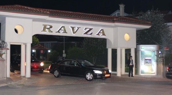 Başbakan Davutoğlu Sabah Namazı İçin Eyüp Sultan'a Gitti