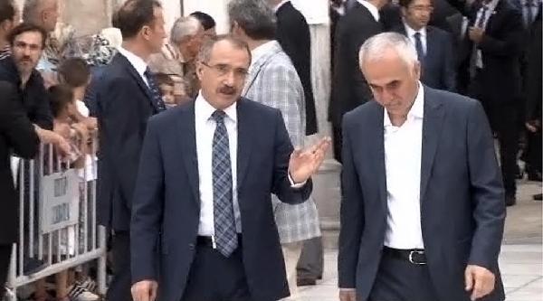 Başbakan Davutoğlu Sabah Namazını Eyüp Sultan'da Kıldı