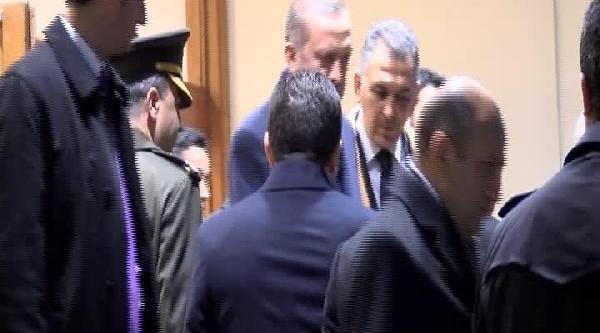 Başbakan Erdoğan Havalimaninda Bakanlarla Bir Araya Geldi
