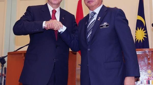 Başbakan Erdoğan Malezya'da Mevkidaşi Razak Ile Ortak Basin Toplantisi Düzenledi