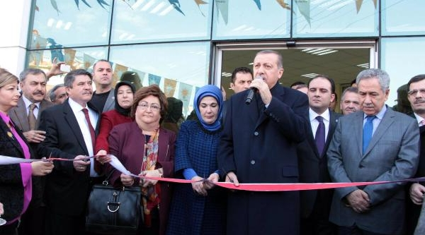 Başbakan Erdoğan, Manisa'da Ak Parti Il Binasini Açti