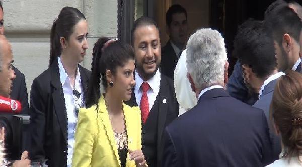 Başbakan Erdoğan, Paris'te Genç Çiftin 'nişan Yüzüğü' Ricasını Kırmadı