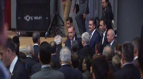 Başbakan Erdoğan'ın Katıldığı Törende 'dik Dur Eğilme, Bu Millet Seninle' Tezahüratları (1)
