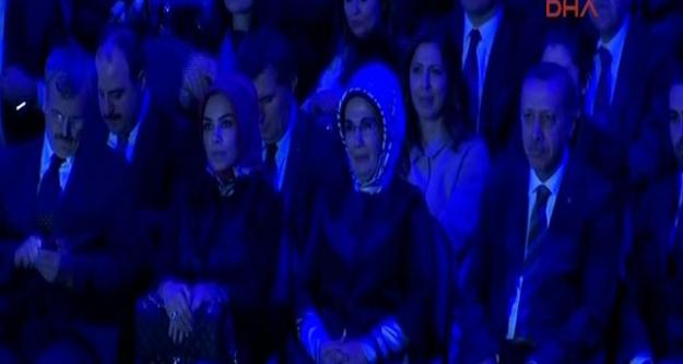 Başbakan İlahi Söyledi